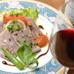 ヴィラージュ - 赤ワインによく合う牛たん塩漬け 750円
