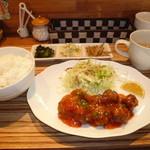 南蛮堂珈琲 - 日替わりランチ(蓮根入り肉団子のチリソース)