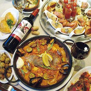 ごゆったりおくつろぎいただける個室で、本格スペイン料理をお召し上がりください。