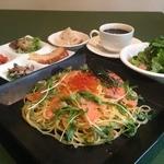 イタリアン食堂 良's - 1日10食限定!3月の和タリアンLunchは「北海道産いくら」と「スモークサーモン」のSoyチーノ(和風×ペペロンチーノ)です!ぶちうまい!親子パスタ!
