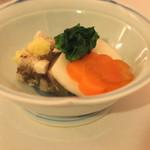 うなぎ 川勢 - お通し (鯛の煮こごり、蕪の酢漬け、菜の花、人参)