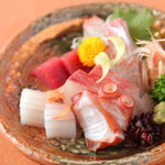 味峯 -   鮮魚と沖縄を満喫!  沖縄に行った気分♪仕入れによって、新鮮な魚介類を取り揃えています。思わずにんまりしちゃう美味しさ!
