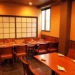味峯 - 2階には大小個室座敷のほかに大勢座れるテーブル席もあります。
