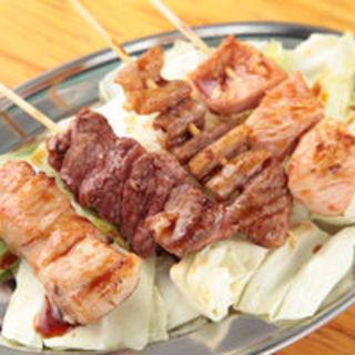 朝〆鶏のやきとり、国産豚のやきとん、名物煮込みなど、こだわりの逸品料理を是非ご賞味ください!