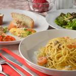 Dining urra - ランチセット(サラダ・前菜5品・選べるパスタ・選べるデザート・ドリンク)