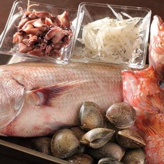 旬のお野菜、魚介類をその時美味しい食材を丁寧に調理致します。