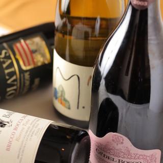 ワインセラーには常時150種類以上のイタリアワインをご用意しております。