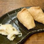 手打吉兆 - 稲荷寿司¥200 胡麻入り&蕎麦の実入り♪ ちっこいですw