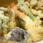手打吉兆 - 海老は1匹 あとは野菜 ブロッコリー・茄子・玉葱・牛蒡・南瓜・舞茸・隠元・大葉・海苔などイロイロ♪