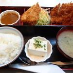 キッチンアオキ - 日替わりランチセット(イカフライ、チキンカツ、カレールゥー、ライス、冷奴、味噌汁)