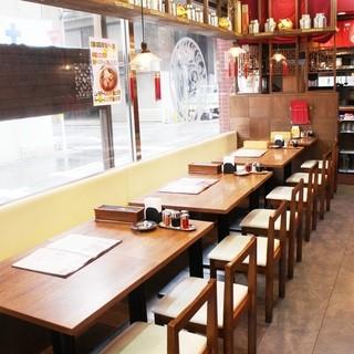 落ち着きある店内で、当店自慢の四川料理は格別ですよ☆