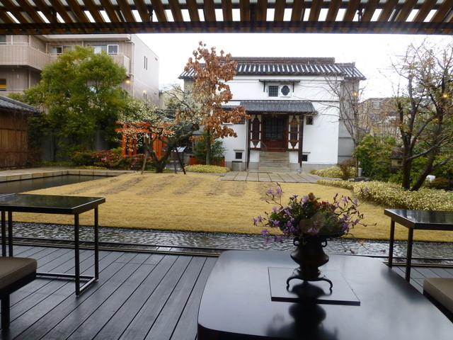 虎屋菓寮 京都一条店  - 2014年2月この日は雨で、お庭もシットリしています♪