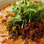 中国料理酒家 中 - 坦々麺