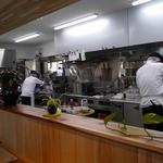 四季mon. - カウンターから見た厨房です