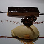 オーベルジュ・ド・リル - コーヒー風味のタルトショコラ       ヴァニラのアイスクリーム添え