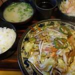 山小屋 - 野菜炒め定食750円