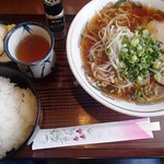 Gurin - ラーメンライス(750円)