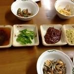 家庭食房 アリラン - サムギョプサルのたれは、ごま油、青鷹の爪、特製味噌、きなこ黒ゴマ