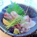 幸っちゃん寿司 - シマアジ、明石の鯛、生ホタルイカ