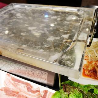 奈良県では韓日亭だけ!水晶板サムギョプサル