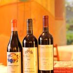 ピアノピアーノ - 料理に寄り添うカジュアルな物から、自家セラーでゆっくり熟成させたレアな物まで、イタリアに拘ったワインの品揃えは圧巻!!