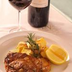 ピアノピアーノ - 産地直送の厳選素材は肉料理もオススメ。宮城産漢方豚は、脂の甘みが強く、ローズマリーの香りとオリーブオイルが最高の調味料に。