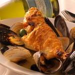 ピアノピアーノ - シェフ自ら足を運んで市場から仕入れる新鮮な魚介類は、季節感溢れる日替わりメニューに登場。