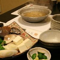 磯乃家 - はまぐり鍋は当店いちおしメニューとなります!はまぐりの出汁のほんのりした甘みと香りがなんとも言えない絶妙なハーモーニー♪是非ご賞味頂きたい一品です!