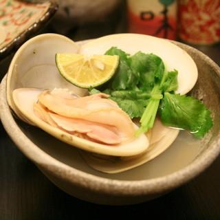 料理長が厳選した産地直送の安全で新鮮な魚介を使用しています。