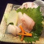 磯乃家 - 本日のお造りはその日に仕入れた鮮魚を使用。まずはお造りとお酒で一杯いかがですか?