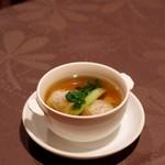月苑飯店 - ワンタンと青梗菜の澄ましスープ