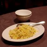 月苑飯店 - 料理写真:五目炒飯