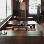キンカーオ - 木の温かみがある開放的な店内!眺めは絶景ですよ!京都の鴨川が一望できます。
