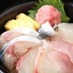 秋葉原漁港 快海 - ランチはCP抜群の海鮮丼をご提供!