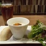 24565962 - +セットのフォカッチャとスープと野菜