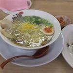 津津 - 「ゆず塩らーめん」(680円)のAセット(ごはん+焼き餃子5個)(+280円)