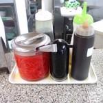 24568063 - カウンター上の調味料&紅生姜((14.03.01)