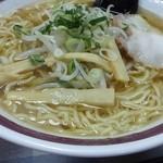 蓬莱 - ラーメン(400円)