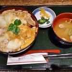 炙屋十兵衛 - 比内地鶏究極の親子丼(ランチ)1,000円