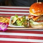 アメリカンダイナーオールドハンガー - サラダとポテト付
