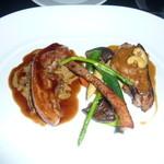 24573077 - 千葉県産花悠(カシュー)仔豚 骨付きロースの炭火焼 赤ワインヴィネガーで仕立てたバラ肉の軽い煮込み