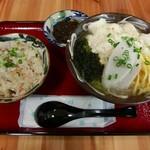 沖縄そばと島豆腐の店 まつばら家 - じゅーしーともずくが付いたセットは850円