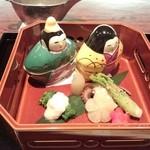 24580388 -                        【八寸】                       トリ貝の鉄砲和え                       浅利の山椒煮                       ウドの白煮                       飯蛸                       タラノメ胡麻和え                       菜の花おひたし                       他