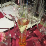 パッソ デル マーレ - ヴーヴのグラスにヴーヴが注がれて