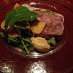 ラトリエ ド ルキャン - 阿久根産鹿肉と豚肉のテリーヌ自家製ピクルス添え