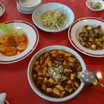 古奈青山 - ランチセットのメイン4品(エビのチリソース、麻婆豆腐、鶏肉とピーマンの炒め、白身魚の天然塩塩炒め)