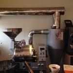 タック ビーンズ - 富士ローヤルのでっかい焙煎器があります♪