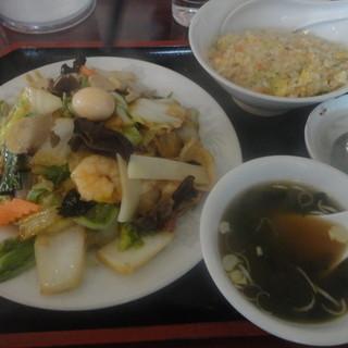 栄華楼 - 料理写真:五目焼きそば