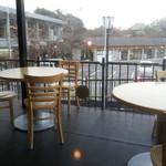カフェ イ・ルンガ - テラスはサスガにチョイ寒そうでした。