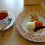 レストラン アザレアコート. - 月替わり限定メニュー     紅茶とデザート